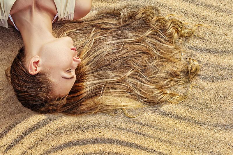 cómo proteger el cabello durante el verano