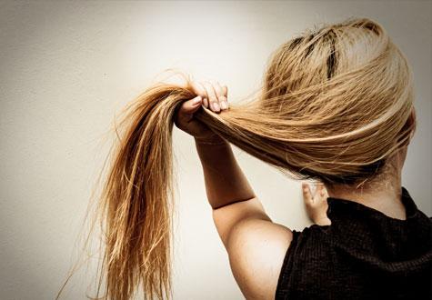 la contaminación y la caída del cabello
